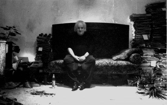 Filmszene aus ONE ROOM MAN - KEVIN COYEN