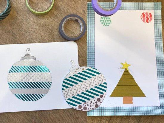 Auf einer weißen Postkarte wurden mit bunten Klebestreifen weihnachtliche Motive wie Christbaum oder Kugeln gestaltet