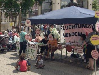 """Filmszene aus """"WIR KÄMPFEN FÜR JEDE EINZELNE FRAU! - DAS INTERNATIONALE FRAUENCAFÉ"""