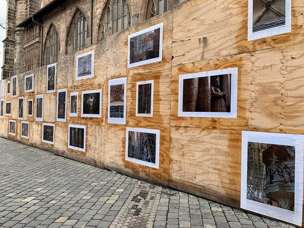 Bauzaun-Ausstellung an der Lorenzkirche