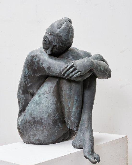 Wilhelm Uhlig, Hockende, 1993, Bronze, 77 cm hoch