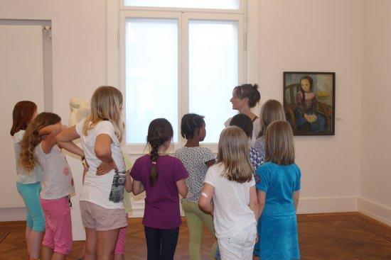 Die Museumspädagogin Sylvie Ludwig in der Kunstvilla