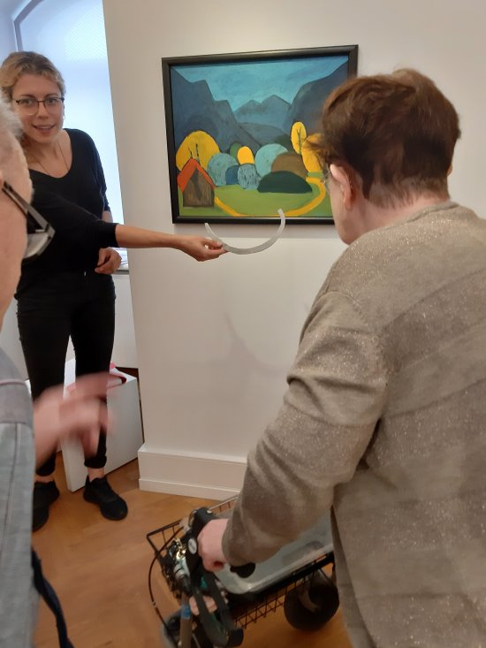 Ein Bild wird in der Ausstellung gezeigt