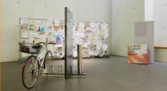 Blick in die Ausstellung Art Attacks!