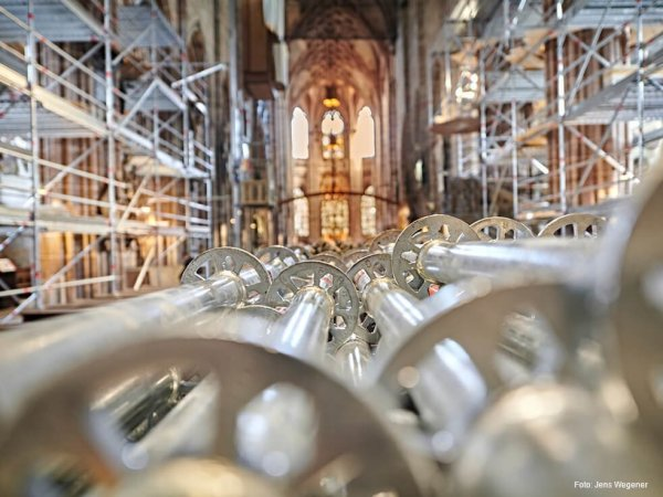 Detailaufnahme von Gerüstteilen im Inneren der Lorenzkirche