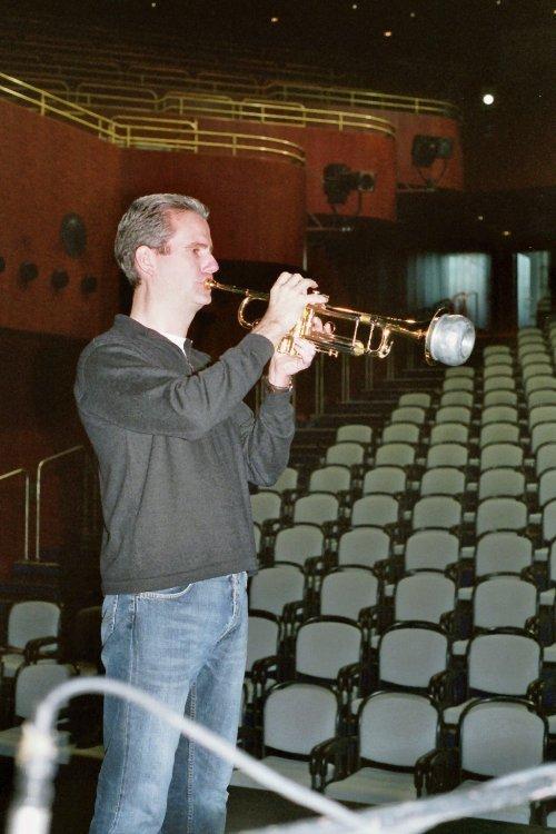 Torsten Maaß spielt Trompete.