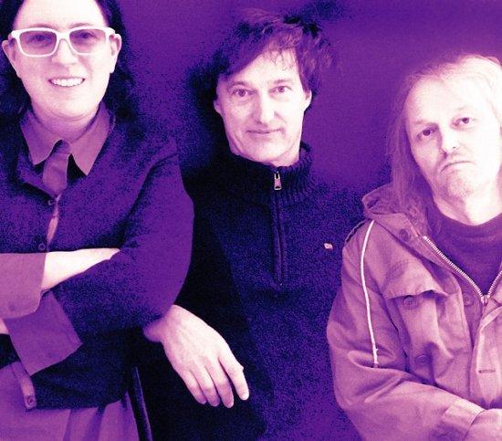 drei Bandmitglieder , Stucky ganz links mit weißer Brille