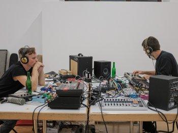 Foto von Cris Koch und Marco Stanke beim Musik machen